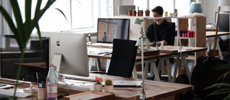 İşte verimli olmak için ideal çalışma masası nasıl olmalıdır - fotoğraf © pixabay